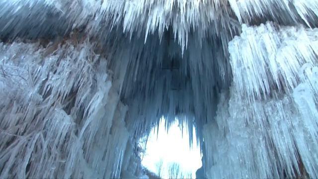 Ice cascade turns scenic Beijing spot into winter wonderland