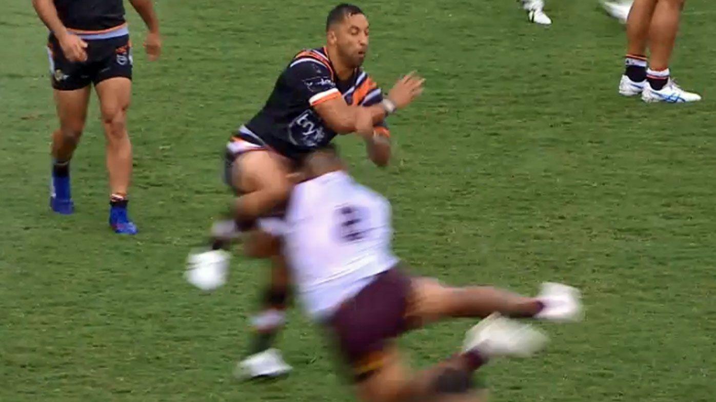 Benji Marshall is awkwardly tackled
