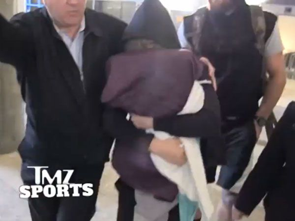 Ronda Rousey hides her face from fans after reurning home to LA following her UFC title loss in Melbourne. (Supplied)