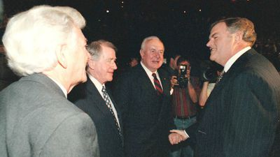 Labor giants Bob Hawke, Neville Wran, Whitlam and Kim Beazley at Labor's federal election campaign launch in 1998. (AAP)