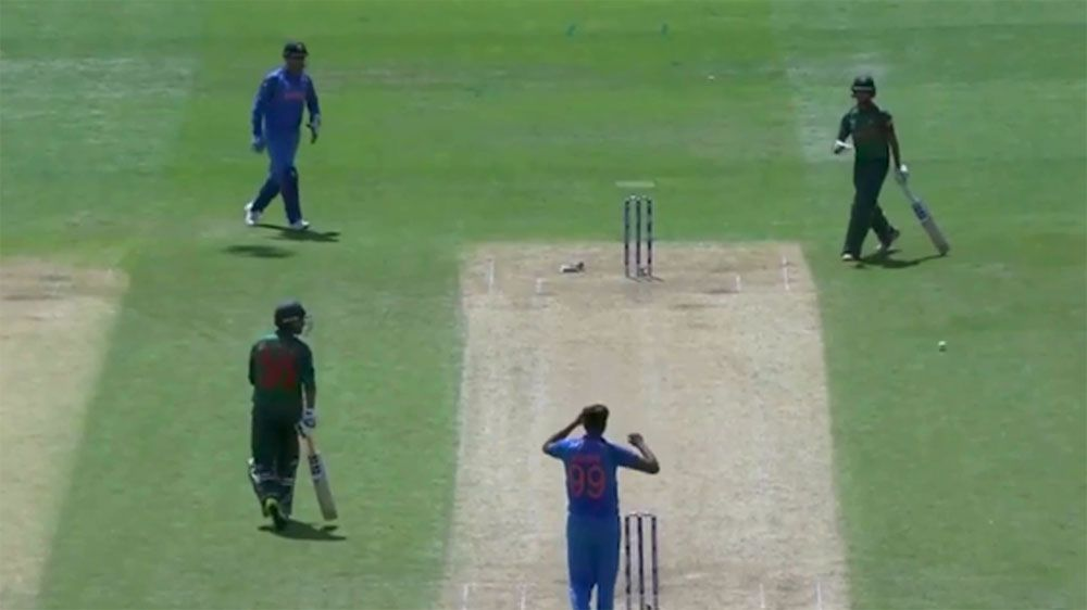 Dhoni clanger leads to penalty runs in Champions Trophy semi final against Bangladesh