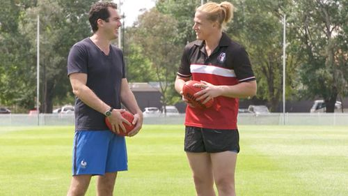 Hannah shows 60 Minutes' Peter Stefanovic her AFL skills. (60 Minutes)