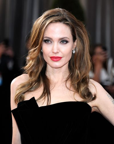 <p>Along with Meryl Steep being nominated and Cate Blanchett landing on the best dressed list, there are just some things you know are going to happen at the Oscars. Twenties-style waves, statement lips and winged eyes are among them.<br /> <br /> That's because. however unpredictable the race for the golden statuette, these looks are winners year after year.</p> <p>Here we revisit the timeless beauty statements that would work just as well on the 2016 red carpet as they did then.</p>