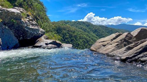 Image of Windin Falls, Queensland.