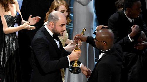 Horowitz hands over his golden Oscars statuette. (Getty)