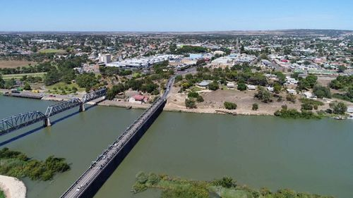 The South Australian community of Murray Bridge is in the grips of a dangerous ice problem. (9NEWS)