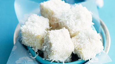"<a href=""http://kitchen.nine.com.au/2016/05/16/20/04/little-white-lamingtons"" target=""_top"">Little white lamingtons</a>"
