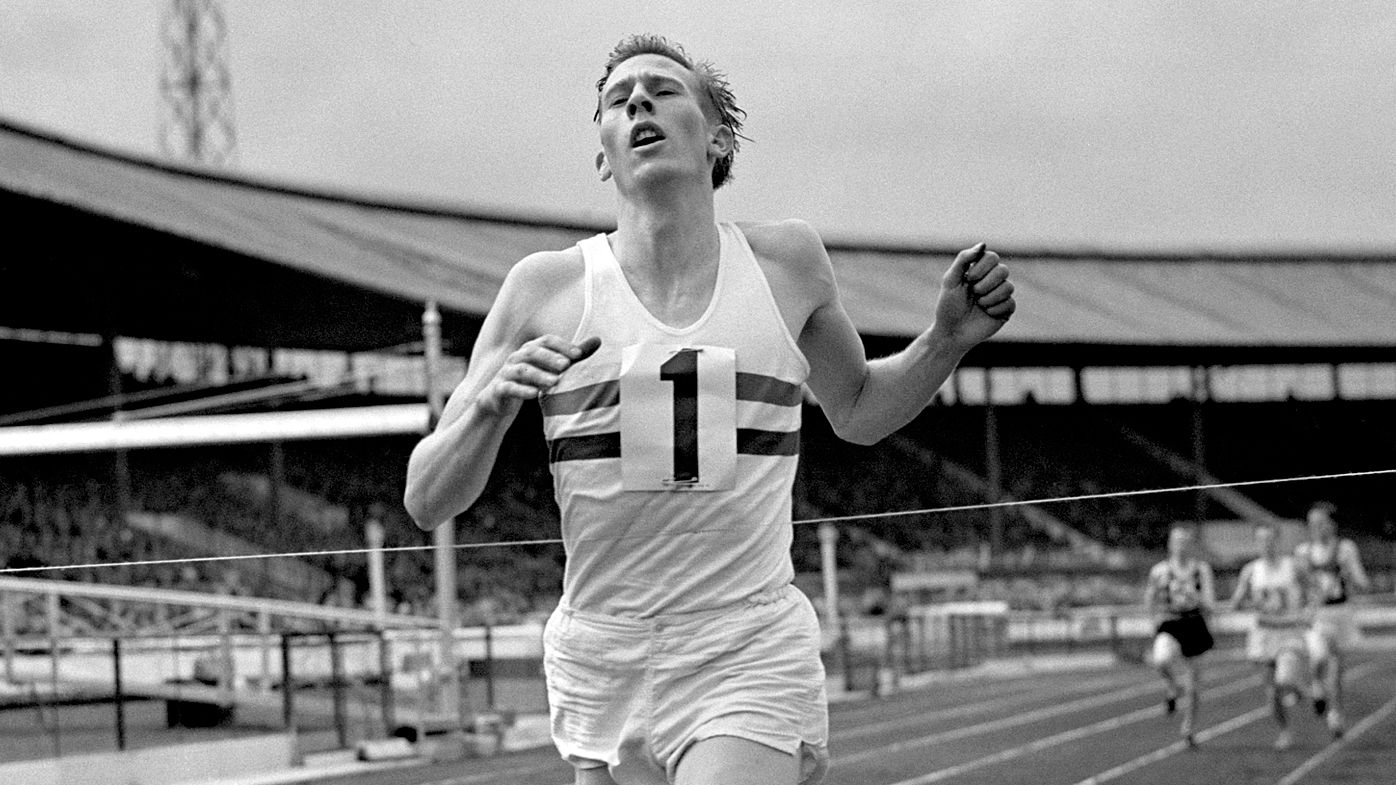 Roger Bannister Dies Aged 88 First Man To Run A Mile border=