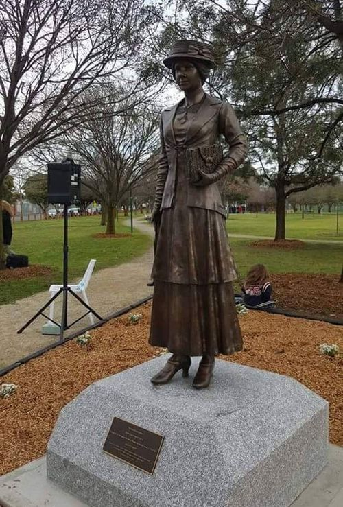 Life-size bronze World War One memorial statue stolen from Victory Park in Melbourne