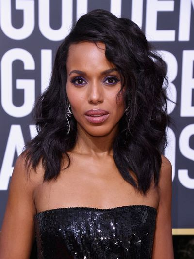 Scandal star Kerry Washington showed up with gorgeous waves and makeup on trend, in Pantone's Color of the Year, Ultra Violet.