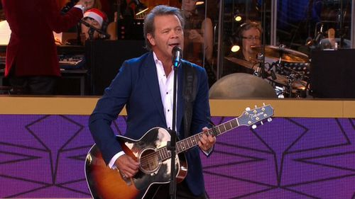 Troy Cassar-Daley performs 'Christmas For Cowboys'. (Channel 9)