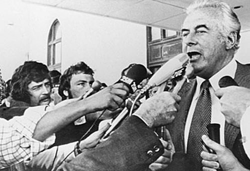 Gough Whitlam and reporters (Getty)
