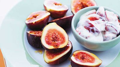 <strong>Figs with sheep milk yogurt and honey</strong>