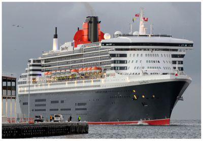 RMS QUEEN MARY 2 (345 metres)