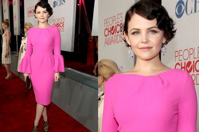 Ginnifer Goodwin looks hot- in hot pink!