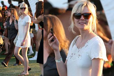Kirsten is effortlessly beautiful, and she proves it by putting in zero effort, stepping out in her nightie and a pair of flip-flops.<br/><br/><i>Kirsten Dunst at Coachella Festival 2009.<br/>Image: AA/MT/Finalpixx.com/Snappermedia</i>
