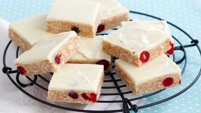 <strong>Gourmet white chocolate slice</strong>