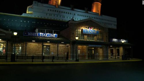 An iceberg wall collapsed at the Titanic Museum Attraction in Tennessee, injuring three people.