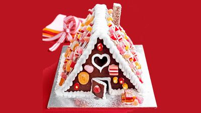 "<a href=""http://kitchen.nine.com.au/2016/05/13/13/06/our-easiest-gingerbread-house-ever"" target=""_top"">Our easiest gingerbread house ever</a>"