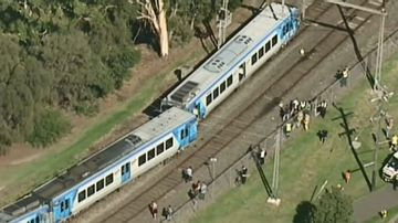 Driver of derailed train tried for six minutes to alert authorities
