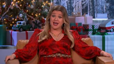 Kelly Clarkson discusses how she injured herself in heels.