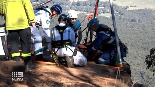 Teen taken to hospital after abseiling accident in the Blue Mountains