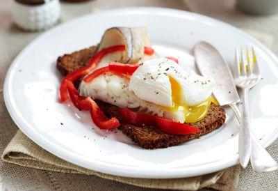 "1. Recipe: <a href=""https://kitchen.nine.com.au/2016/05/05/13/12/haddock-eggs-and-peppers-on-rye"" target=""_top"" draggable=""false"">Haddock, eggs and peppers on rye</a>"
