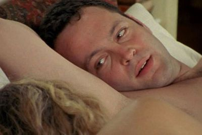 "THEN: Carrie's Hollywood ""agent"" beau Keith (played by Vince Vaughn) seems like a true Tinseltown hotshot... especially after claiming to be Matt Damon's manager to impress her. <br/><br/>That is, until his <I>real</I> boss Carrie Fisher busts the pair having sex in her holiday house. Awks-central!"