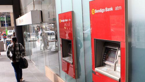 Bendigo Bank customers still inconvenienced by 'unexpected outage'