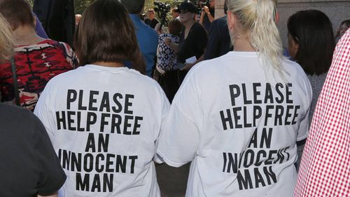 People have rallied to stop the execution of Richard Glossip. (AAP)