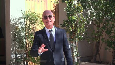 Howie Mandel hosts The Ellen Show from his driveway