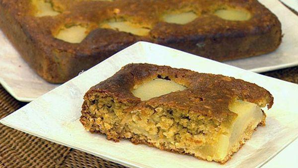 Pear oatmeal cake