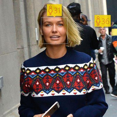 <p>Lara Bingle, 27</p>