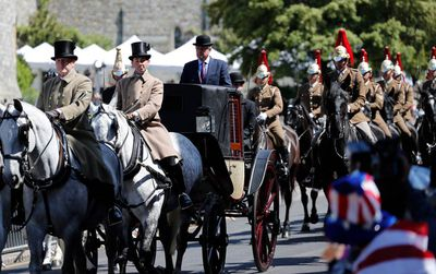 <strong>Thousands gather to watch Royal Wedding gala procession rehearsal</strong>