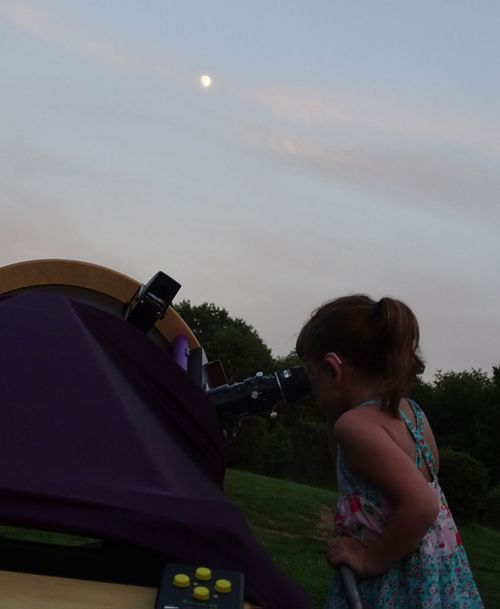She was thrilled when she spotted the planet Saturn. (AAP)