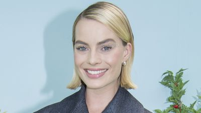 Margot Robbie turns heads at Sydney premiere