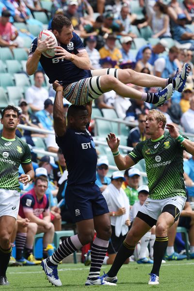 Scott Riddell collects line out ball for Scotland during their match with South Africa. (AAP)