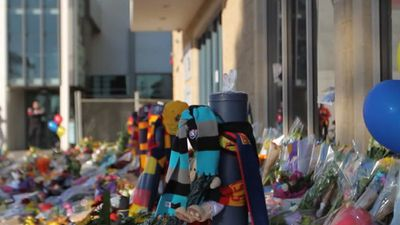 Tributes came from both Crows fans and Port Adelaide Power supporters. (9NEWS)