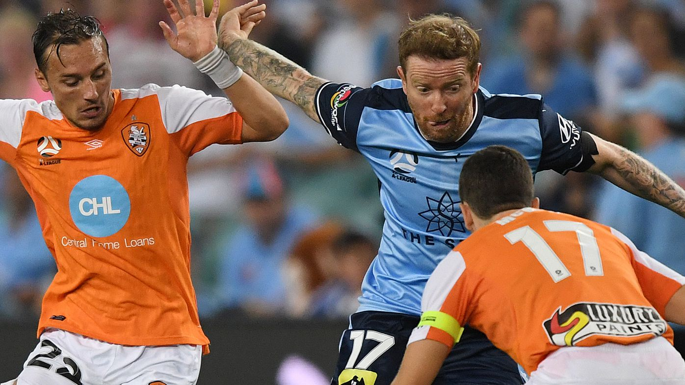 Brisbane Roar beat Sydney in A-League upset, David Carney packs bag after half-time substitution