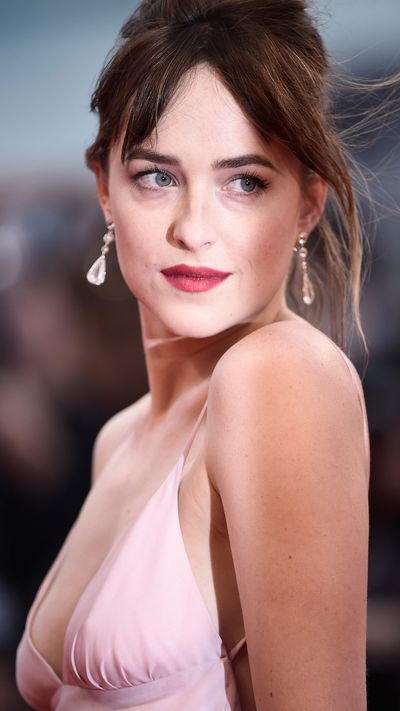 Dakota Johnson wearing Chopard jewellery at the <em>Black Mass</em> screening.