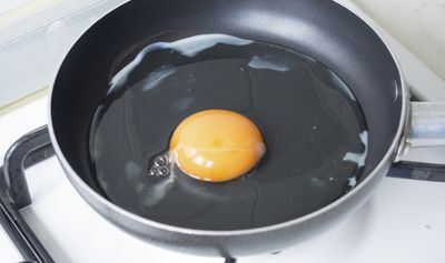 <strong>7. Eggs raise your cholesterol - MYTH</strong>
