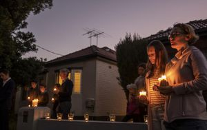 Aussies gather on driveways to commemorate Anzac Day amid COVID-19 pandemic