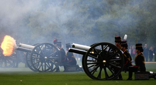 King's Troop Royal Horse Artillery and the Honourable Artillery Company fire a Royal Salute in Hyde Park to welcome the new prince. (EPA/AAP)