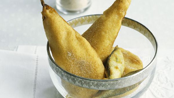 Pear and bay leaf fritters with moscatel batter