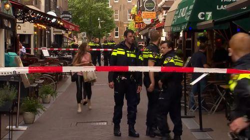 A local newspaper, Het Parool, reported witness accounts saying de Vries had been shot in the head.