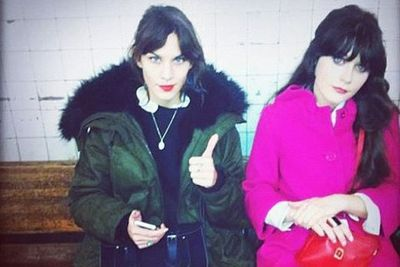 Ok.. if these two cool cats can catch the train than so can we. <br/><br/>Celeb besties Alexa Chung and Zooey Deschanel tweeted about their underground experience while waiting on the platform.