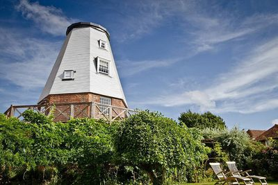 <strong>4.&nbsp;Old Smock Mill,&nbsp;Benenden, England&nbsp;</strong>