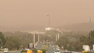 Hundreds without power after Canberra dust storm