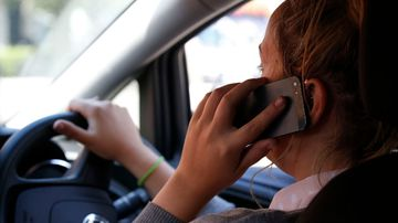 Mobile phones, eating, smoking: Worst driving habits revealed