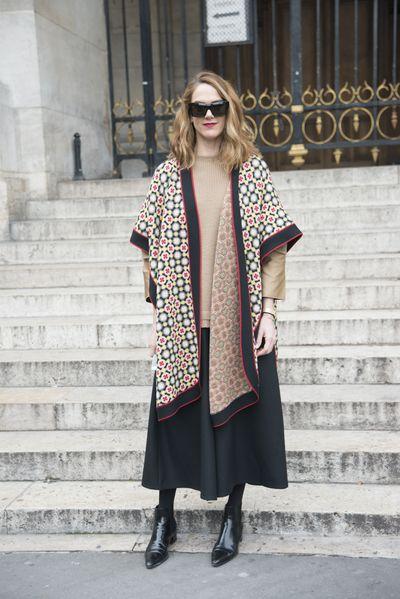 <p>The shawl</p>